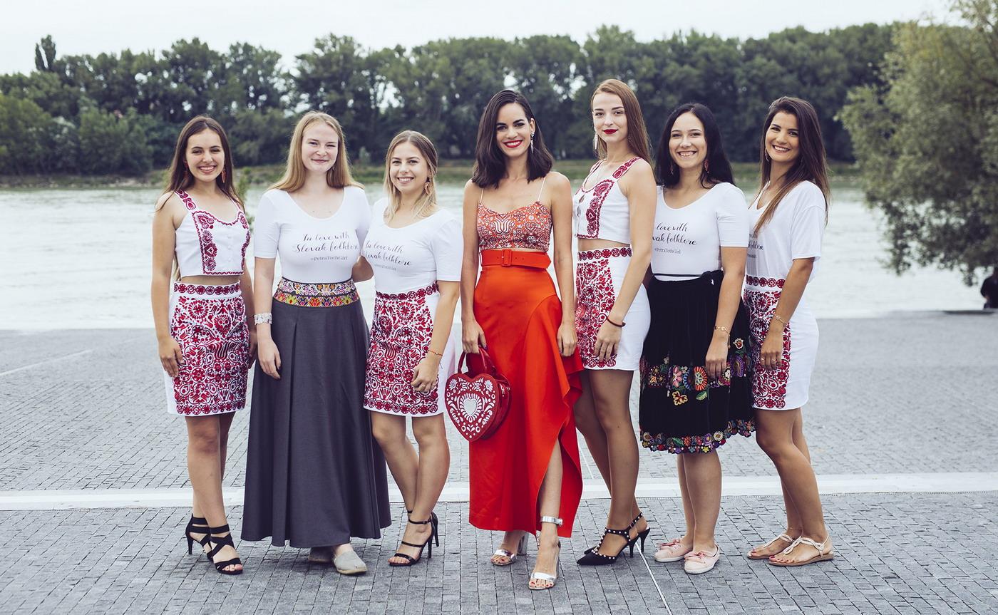 Petra Toth Girls