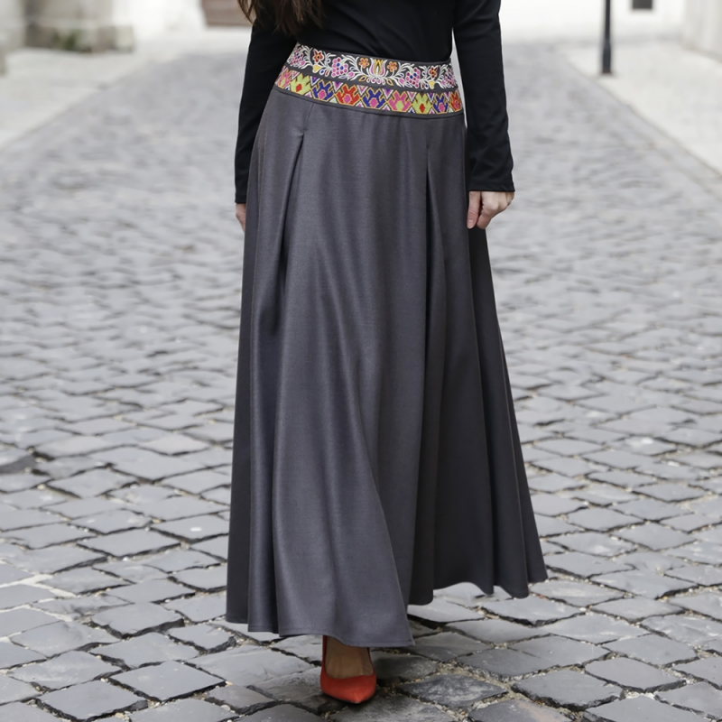 Dark gray skirt with embroidered waist