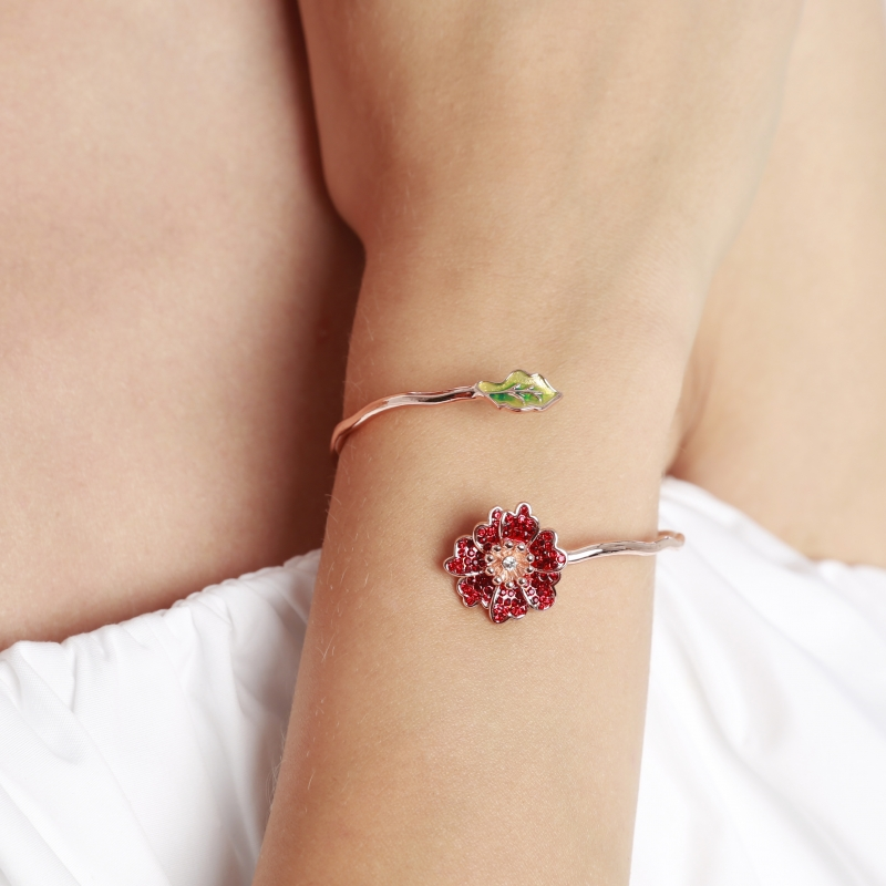 Thin bracelet red flower